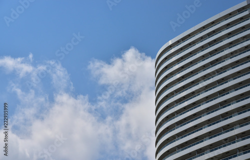Foto  Scene of the high-rise building of the city of the blue sky which it was fine