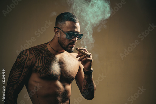 Obraz na plátně Tattooed man with cigar