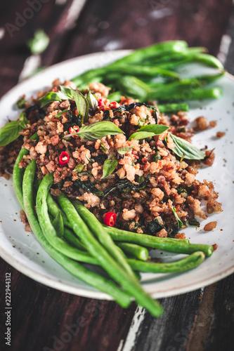 Pad Ka Prao, Porc Sauté au Basilic Thaï. Cuisine Thaïlandaise