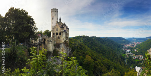 Tuinposter Historisch geb. Ausblick auf das Schloss Lichtenstein - Schwäbische Alb