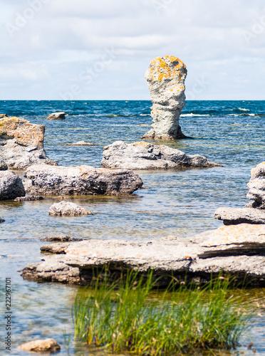 Photo  Gamle hamn raukområde på Gotland Fårö