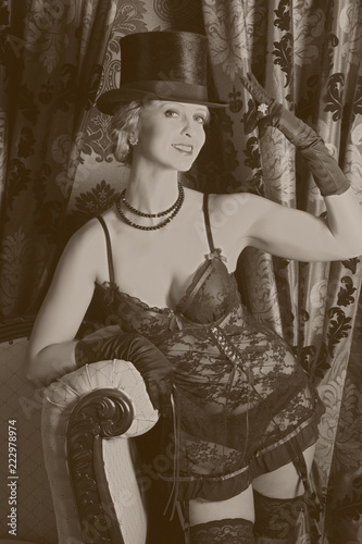 Photo Moulin rouge style in sepia