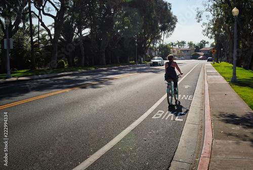 Photo Woman riding her cruiser down the bike lane