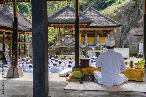 A group of white dressed men and women gather for a religious ceremony at Puru Gunung Kawi on the hindu island of Bali, Indonesia