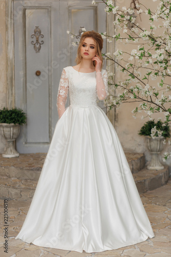 Foto  Portrait of charming woman in wedding dress