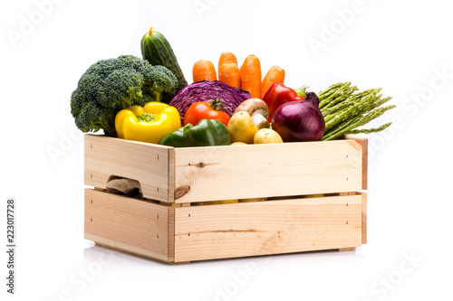 Printed kitchen splashbacks Vegetables Pine box full of colorful fresh vegetables on a white background