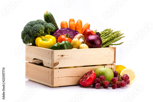 Cadres-photo bureau Cuisine Pine box full of colorful fresh vegetables and fruits on a white background