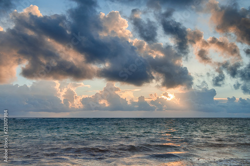 Fotobehang Zonsondergang Beautiful morning sunrise on the Atlantic Ocean
