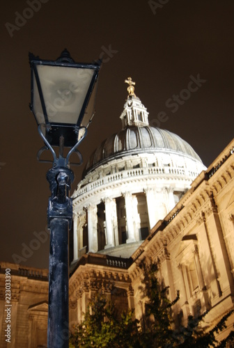 Photo St Paul's Cathedral Lamp Post Portrait