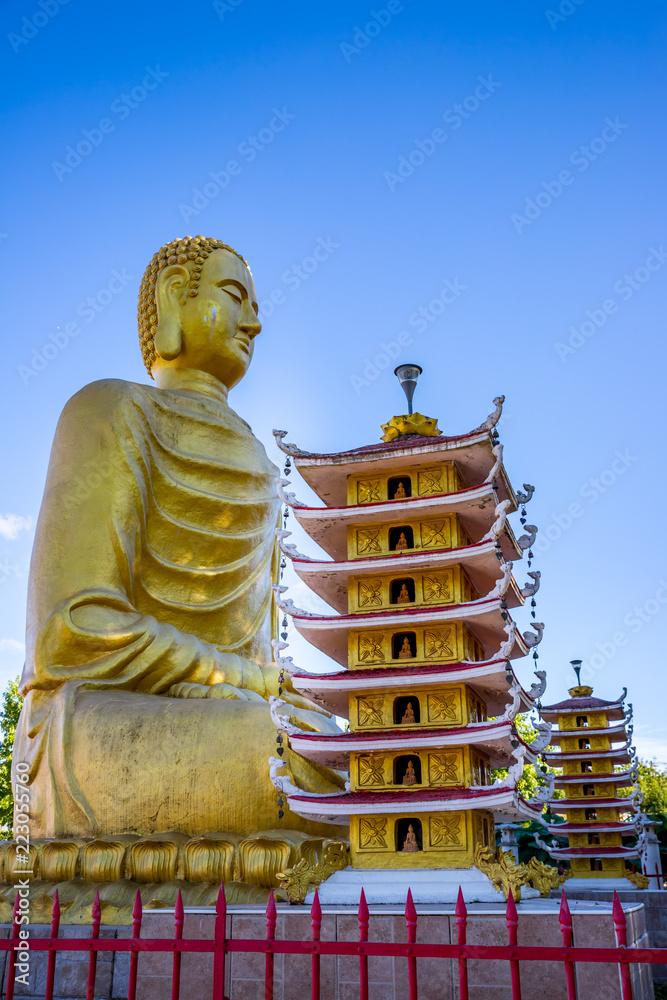 Fototapeta Bouddha de la Pagode Phat Vuong Tu à Noyant-d'Allier