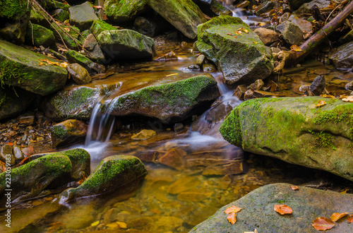 Small creek in the Carpathian Mountains in the autumn season Fototapete
