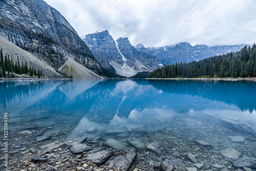 Foto op Canvas Bergen Moraine Lake