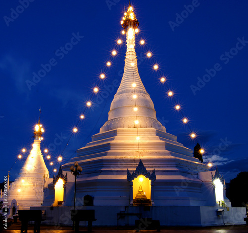 Fotobehang Bedehuis Phra That Doi Kong Mu Temple the most favourite place for tourist visit at Mae Hong Son Province, north of Thailand.