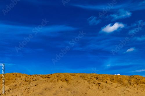Poster Turquoise Sanddüne vor blauem Himmel