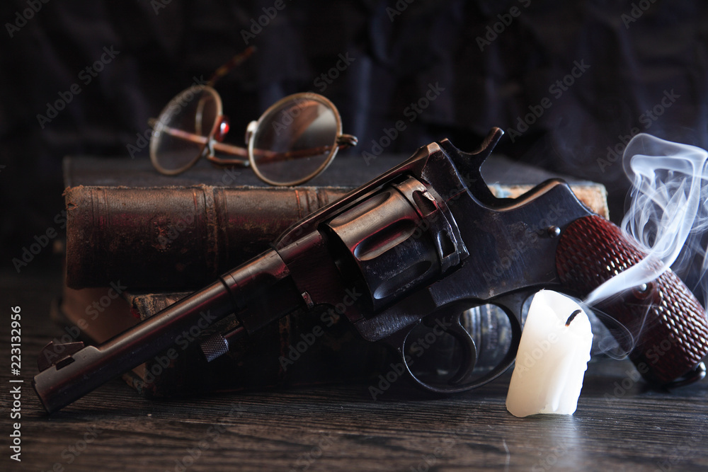 Fototapeta Old Revolver Near Book