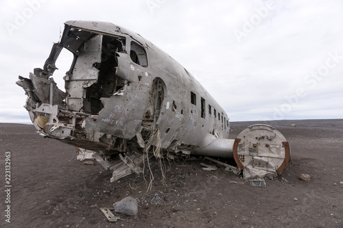 Fotografia  Plane wreck in Iceland at a cloudy day with no people