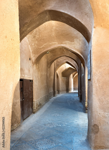 Spoed Foto op Canvas Oude gebouw Alley in adobe Yazd old town, Iran