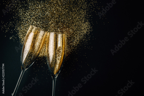 Photo Golden champagne toast