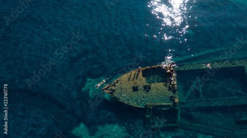 Photo sur Toile Naufrage swimming over the old wreck Michelle, Adriatic sea, Croatia