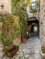 Fototapeta Uliczki Narrow cobbled street in, France.