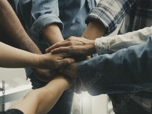 Fotografía  people put their hands together