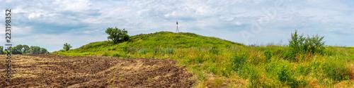 Obraz na płótnie The panoramic view of sarmatian burial mound on the green field