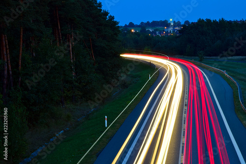 In de dag Nacht snelweg lights of cars with night