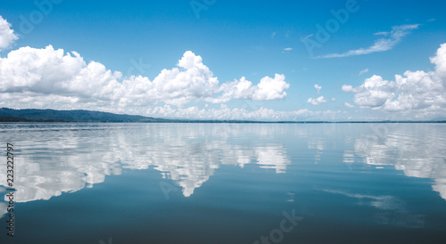 Obraz Beautiful tranquility of the calm, smooth water on the lake at El Golfete, in between Rio Dulce and Livingston in Guatemala - fototapety do salonu