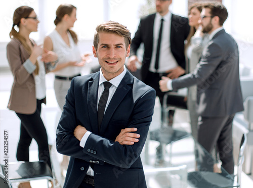 Fototapeta portrait of a young businessman on the background of the office obraz