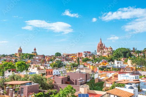 Fotomural  Beautiful panoramic view of the main Church of San Miguel de allende from a Roof