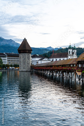 Photographie  Historic city center of Lucerne with famous Chapel Bridge in Switzerland