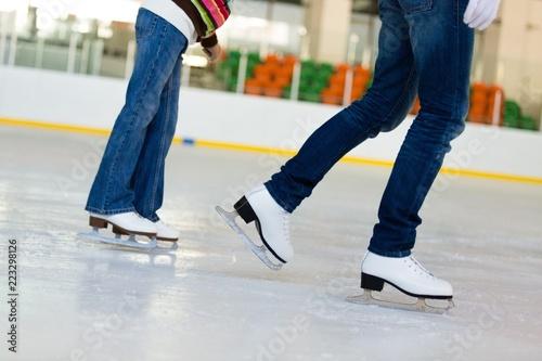 Fotomural Close-up of Legs in Skates on Skating Rink