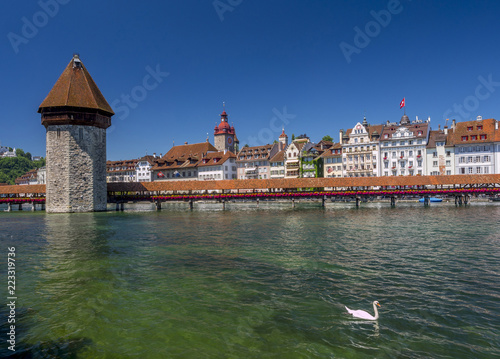 Photographie Chapel Bridge and Water Tower in Lucerne, Switzerland