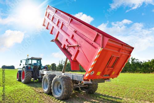 Fotografía  tracteur et sa remorque