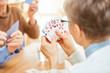 canvas print picture - Senioren spielen Karten in einem Turnier