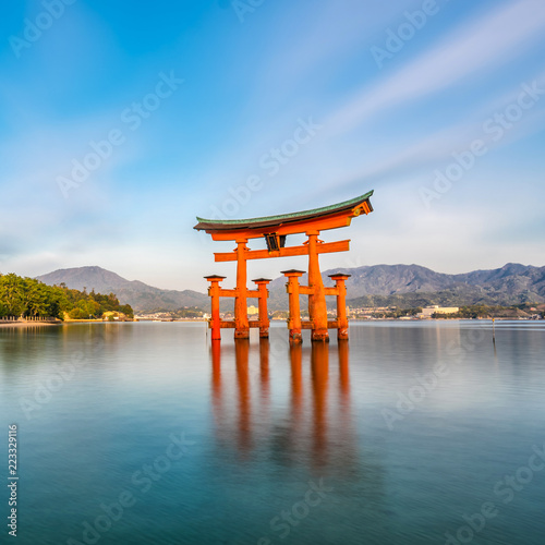 Staande foto Asia land Miyajima Island, The famous Floating Torii gate
