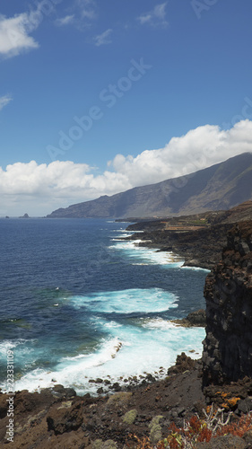 In de dag Canarische Eilanden Vertical shot of the coastal views towards the northern part of the island, on the walking route to Charco Azul, El Hierro, Canary Islands, Spain