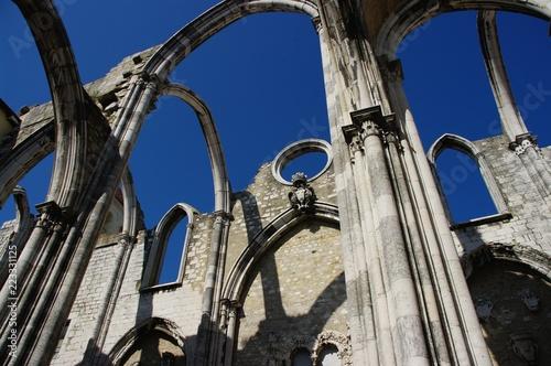 Foto op Aluminium Rudnes Ruiny klasztoru Karmelitów, Lizbona, Portugalia