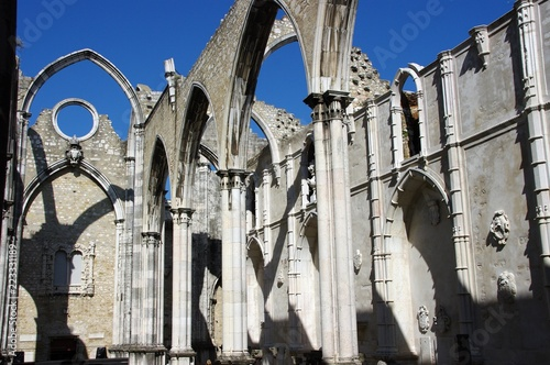 Staande foto Rudnes Ruiny klasztoru Karmelitów, Lizbona, Portugalia