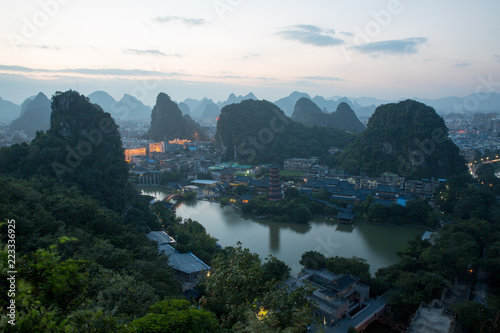 In de dag Guilin asia city by night