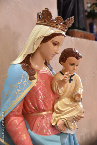 Tuinposter Historisch mon. Vierge à l'Enfant à l'église de l'Annonciation à Corte, Corse