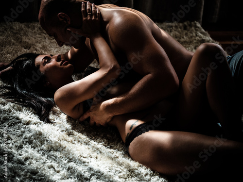 Young beautiful couple makes love at home Fototapet