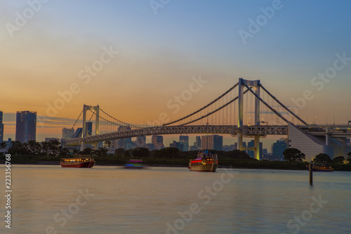 Staande foto Asia land beautiful scenic twilight time of rainbow bridge odaiba harbor tokyo japan