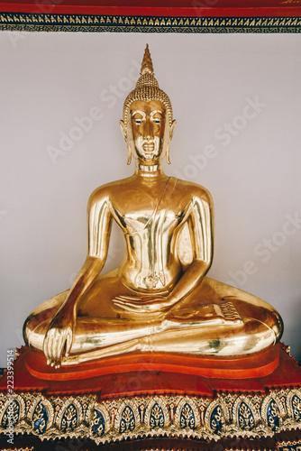 Tuinposter Boeddha Golden buddha of thailand. Thai religion