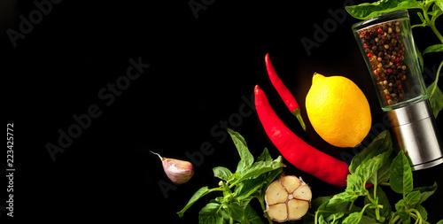 Fotografía  Fresh lemon, basil, pepper and spices