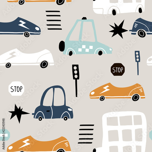 bezszwowy-wzor-z-reka-rysujacym-slicznym-samochodem