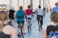 Bonn – Radfahrer, Jogger Und...
