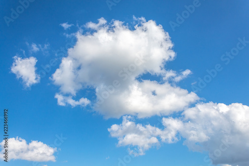 Fototapeta chmury clouds-in-the-blue-sky