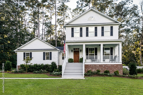 Suburban White All American Contemporary Farmhouse Two Story with Curb Appeal Fototapet