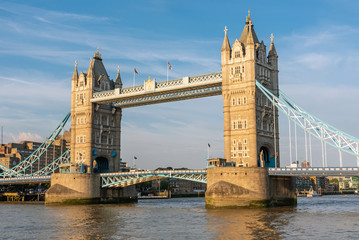 Fototapeta na wymiar The famous Tower Bridge in London in the warm evening sun